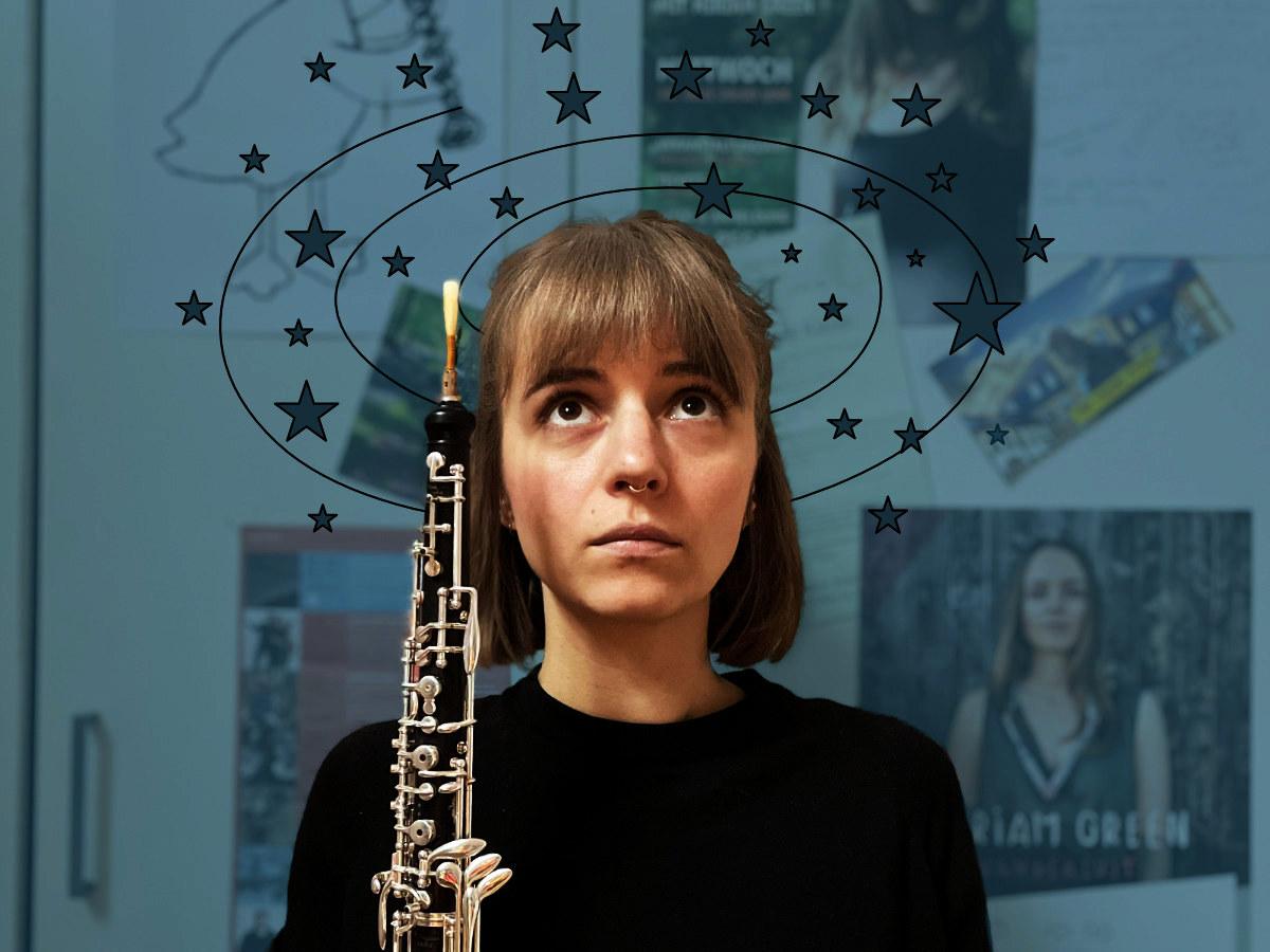 Miriam Hanika mit ihrer Oboe und Sternen die Schwindel und Kreislaufprobleme darstellen sollen